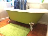 Freestanding acrylic roll top bath