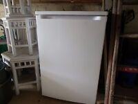 fridge undercounter free standing 4months old