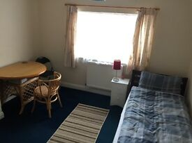 Large quiet and comfortable room available 20th May £120 week including bills