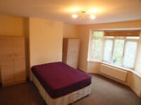 A massive double room available 10mins by walk to Palmers Green Tube Station on Green Lanes