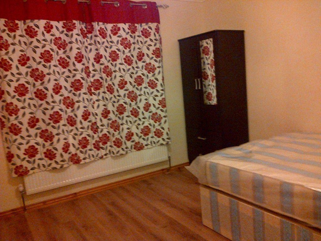Very nice and spacious double room in Chiswick + all bills included !!!4
