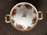 Royal Albert Vegetable Tureen (Old Country Roses)