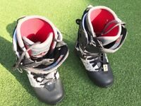 32 Snowboard Boots - Size 43 / 9.0