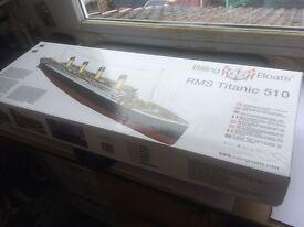 Model Titanic Billing Boat