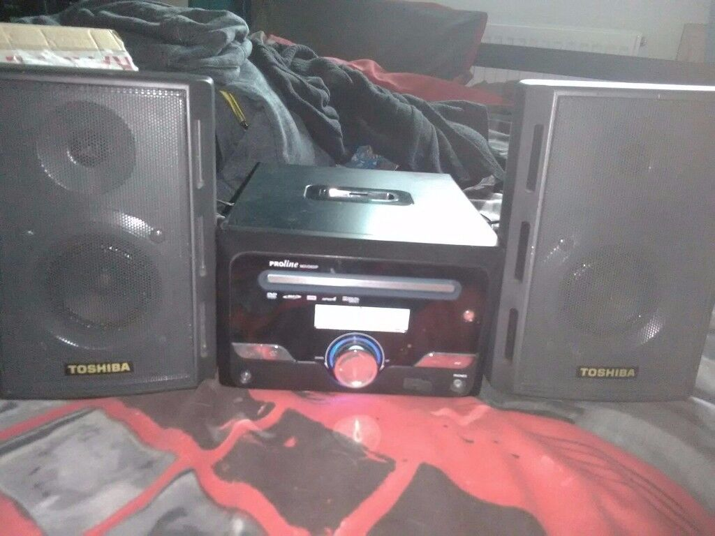 MP3 AND CD PLAYER WITH BUILT IN DVD PLAYER - NO REMOTE - IPOD DOCK HIFI STEREO
