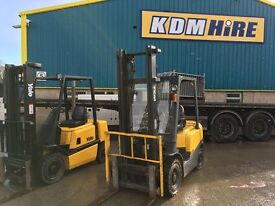 YALE AND TCM 2.5T YARD INDUSTRIAL DIESEL FORKLIFTS WITH SIDESHIFT CHOICE OF 5