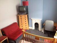 1x Dble Room, Rodbourne, Swindon, 15 min walk to town, 5 min walk to Designer Outlet Village