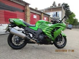 Kawasaki ZZR 1400 PERFORMANCE/SPORT TOURING/ IMMACULATE LOW MILES 1146