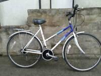 Ladies Raleigh Pioneer hybrid city commuter bike