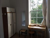Double bedroom in flat Great Western Road near Byres Road