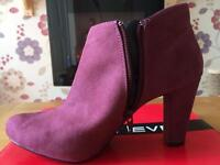 Ladies Ankle Boots Size 7 - Never Worn