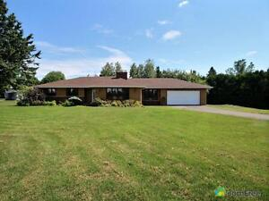 $395,000 - Bungalow for sale in Hawkesbury