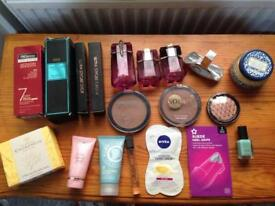 Make-up/ toiletries