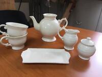 Tea with Alice tea set with large tea pot and mugs