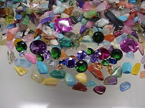 Treasure Hunt - 2200 Carats of Gemstones + 10 Carats of Faceted Gemstones