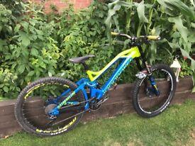 Mondraker summum 2016 27.5 downhill bike