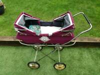 Child's 1967 vintage twin doll/toy pram and carry cot.