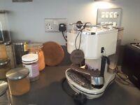 Delonghi Vintage Icona Espresso Machine, Cream