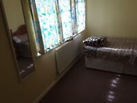 Lovely double room to Rent. £550 per month. 2 week Deposit. All Bills Included. Couple £600 pm