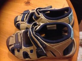 Girl's sandals in blue& cream colour.