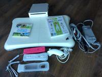 Nintendo Wii Blanc avec WiiFit Plus (pratiquement neuf)