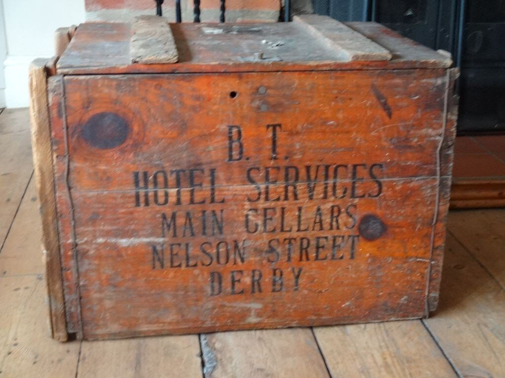 VINTAGE BRITISH TRANSPORT CHEST / CRATE