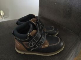 Boys shoes/boots