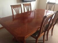 Beautiful immaculate dining table and 6 chairs