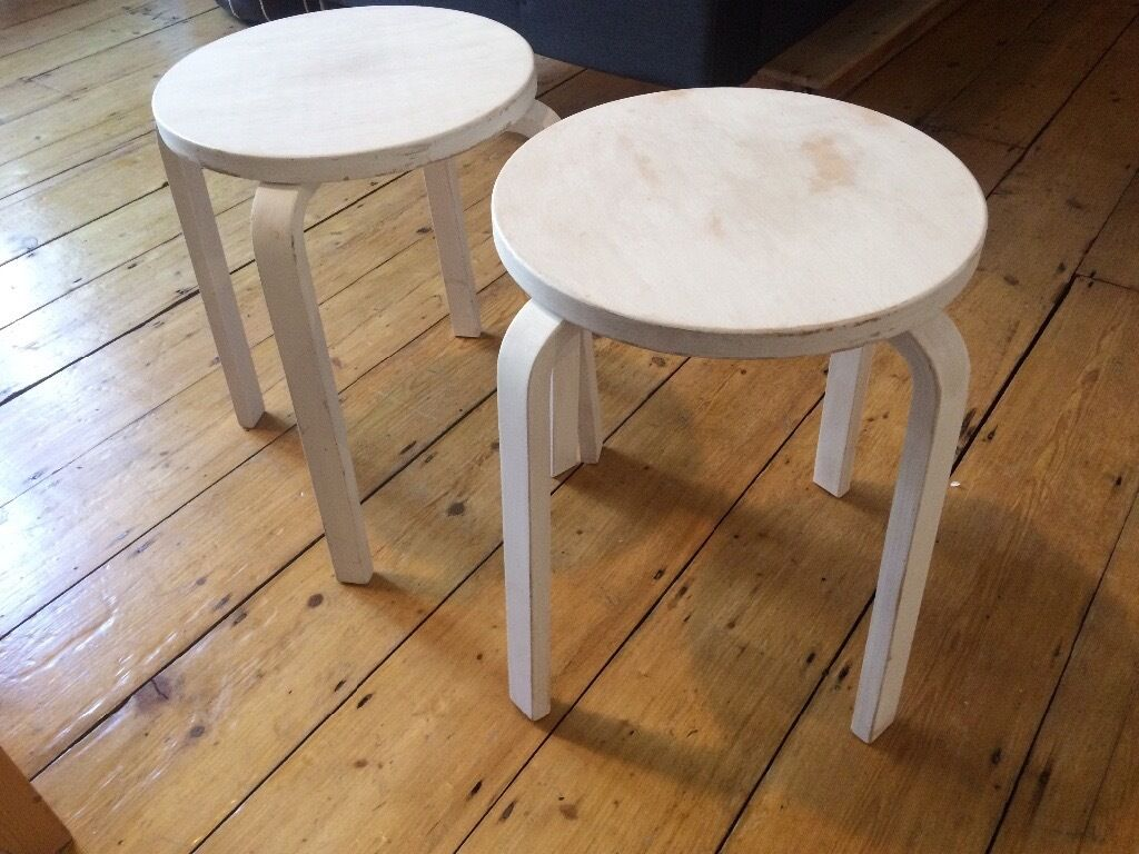 3 x ikea frosta stools painted white with annie sloan for Chalk paint muebles ikea
