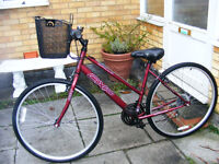 """LADIES HYBRID 700c WHEEL BIKE WITH FITTED NEW BASKET 18"""" FRAME HARDLY USED"""