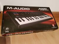 M-Audio Axiom AIR Mini 32 Portable 32 Key USB MIDI Keyboard Controller with Eight Trigger Pads