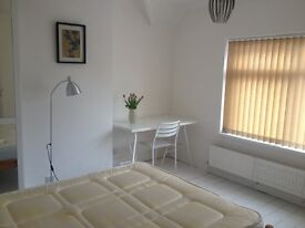 ***** Large clean bright room NOW/ June. Close to Rolls Royce DE24 *****