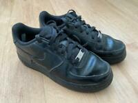 Black Nike Air Force 1 Trainers - size 3