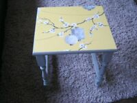 Shabby chic side table in solid wood in grey with decoupaged top