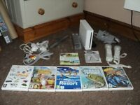 WHITE NINTENDO Wii CONSOLE + EXTRAS + 5 GAMES