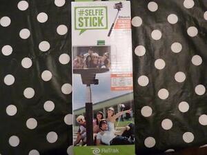 ReTrak Bluetooth Selfie Stick Monopod - Black
