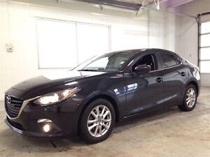 2014 Mazda MAZDA3 GS  SUNROOF  BLUETOOTH  HEATED SEATS  52,028KM Kitchener / Waterloo Kitchener Area image 3