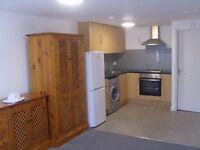 Ground floor studio in Kingsbury, NW9. Rent includes all bills.