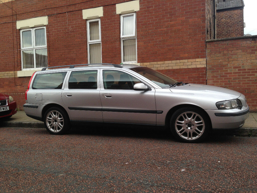 Volvo V70 Petrol Automatic Extremely Low Mileage 2001 One Wheels Family Owner