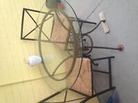 Trio table et chaises pour intérieur ou extérieur