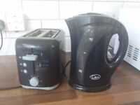 EXCELLENT WORKING ORDER BLACK KETTLE AND TOASTER