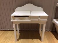 Little girls white desk from Verlbaudet.