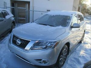 2014 Nissan Pathfinder V6 4X4 | SV| Bluetooth | Heated Seats | N