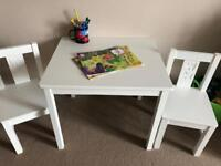 Children's table with 2 chairs