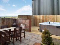 Lovely 4* cottage near Bude, Cornwall. Hot tub, wifi, working farm, sleeps 6. Spring availaibilty