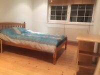 Fully furnished 3 bedroom house share £145 & £165 per week to rent in Clapham Common, SW4
