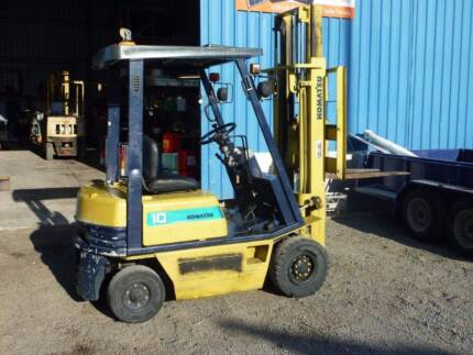 Forklift container mast