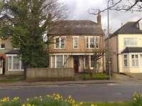 3 bedroom flat in Cambridge Road, Bromley
