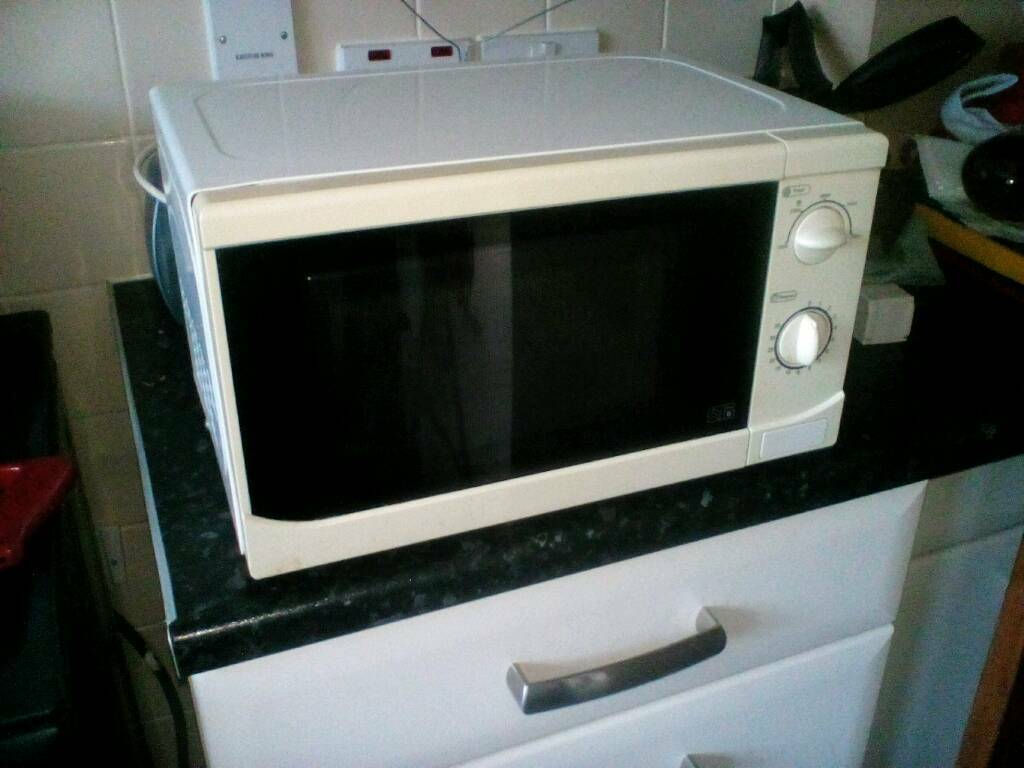 Argos Value Range 700 Watt Microwave Oven In Loughborough Electric And Hob
