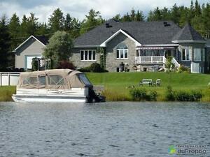 546 500$ - Bungalow à vendre à Jonquière (Lac-Kénogami)